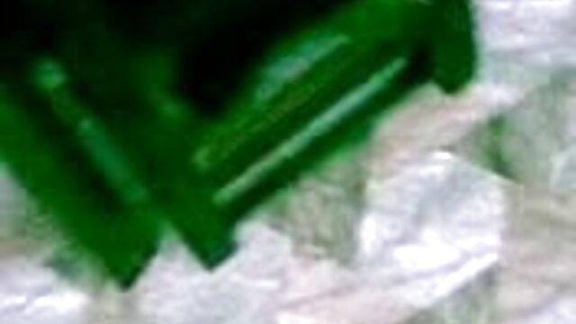 মেয়েরা নতুন বাংলা xxx ধীরে ধীরে একটি যুবক মারা যায় এবং তার সাথে হাঁস দেখতে আছে