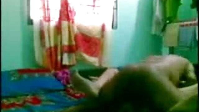 মস্কো থেকে ভারতি বাংলাxxx ক্রিস্টিনা 19 বছর বয়সী ছাত্র প্রভুদের পরীক্ষার পাস
