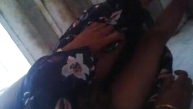 একজন বাংলাxxx video মানুষ গোপনে 2 ক্যামেরা থেকে তার স্ত্রীর সাথে ছবি