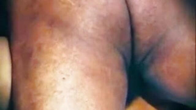 স্বামী ব্যবসা ভ্রমণের উপর যদিও, তার স্ত্রী নখ যুবক www বাংলা xxx video