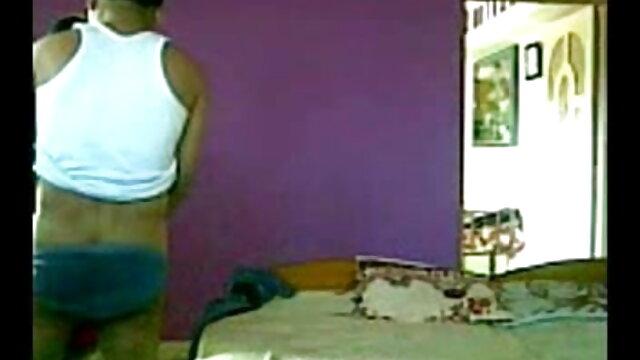লাল ভিক্ষুক রান্নাঘরের সোফা উপর চেহারা বাংলাxxx ভিডিও