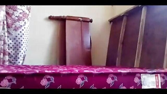 সে চায় পোশাক কেটে ফেলতে, আর সম্পূর্ণ বাথরুম বিস্তারিত বাংলা xxx video 2018 বর্ণনা করতে