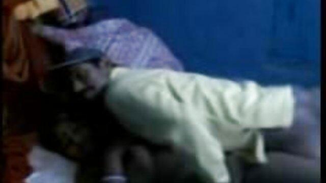 আমি বোতলের মধ্যে নতুন বাংলাxxx স্তনের ঢেলে টয়লেট স্প্রে দেখিয়েছেন