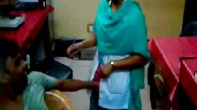 গুদে হাত ঢোকানর www বাংলা xxx video সুন্দরী বালিকা মেয়ে সমকামী